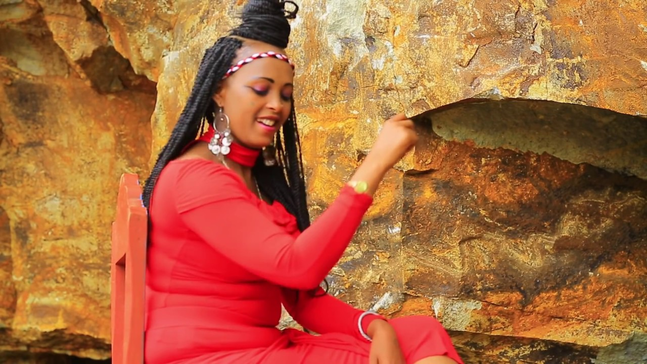 Oromo Music : Kadiijjaa Haajjii (Tank You Qeerroo) - New Ethiopian Music 2018(Official Video)