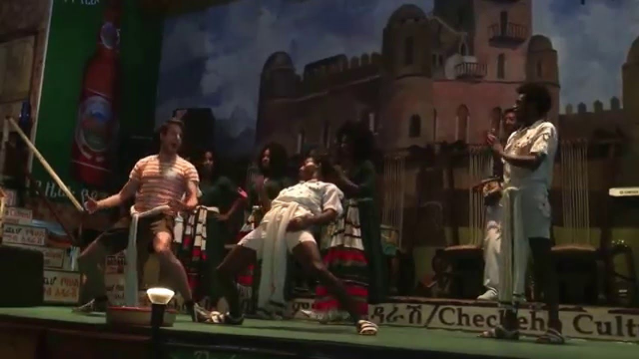 Addis Abeba - Yod Abyssinia  - White guy trying to keep up with the dancer